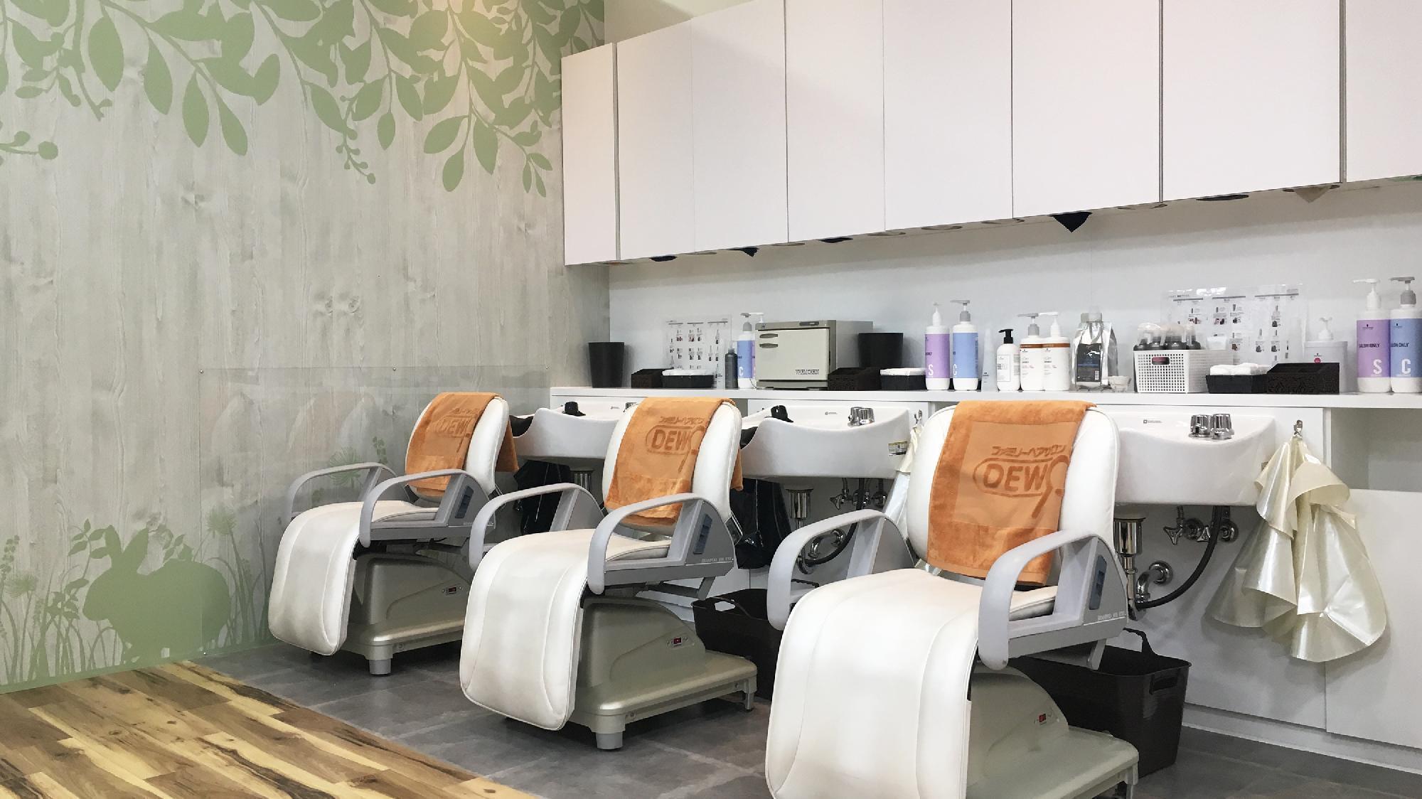 美容師だけでない様々なキャリアプランがあり、 60歳を過ぎても働ける環境です!