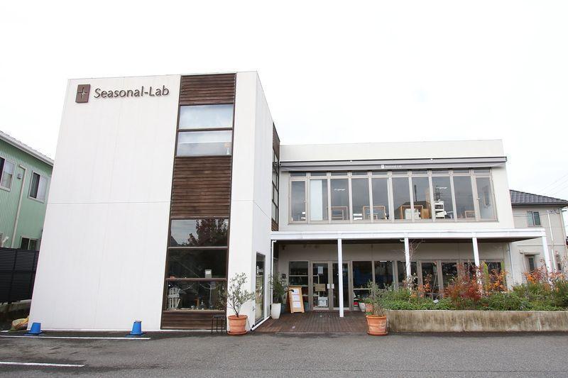 へアサロン・フォトスタジオ・アパレル雑貨・カフェが融合。 「ヘア」だけでなく【ライフスタイル】を提案するお店です。